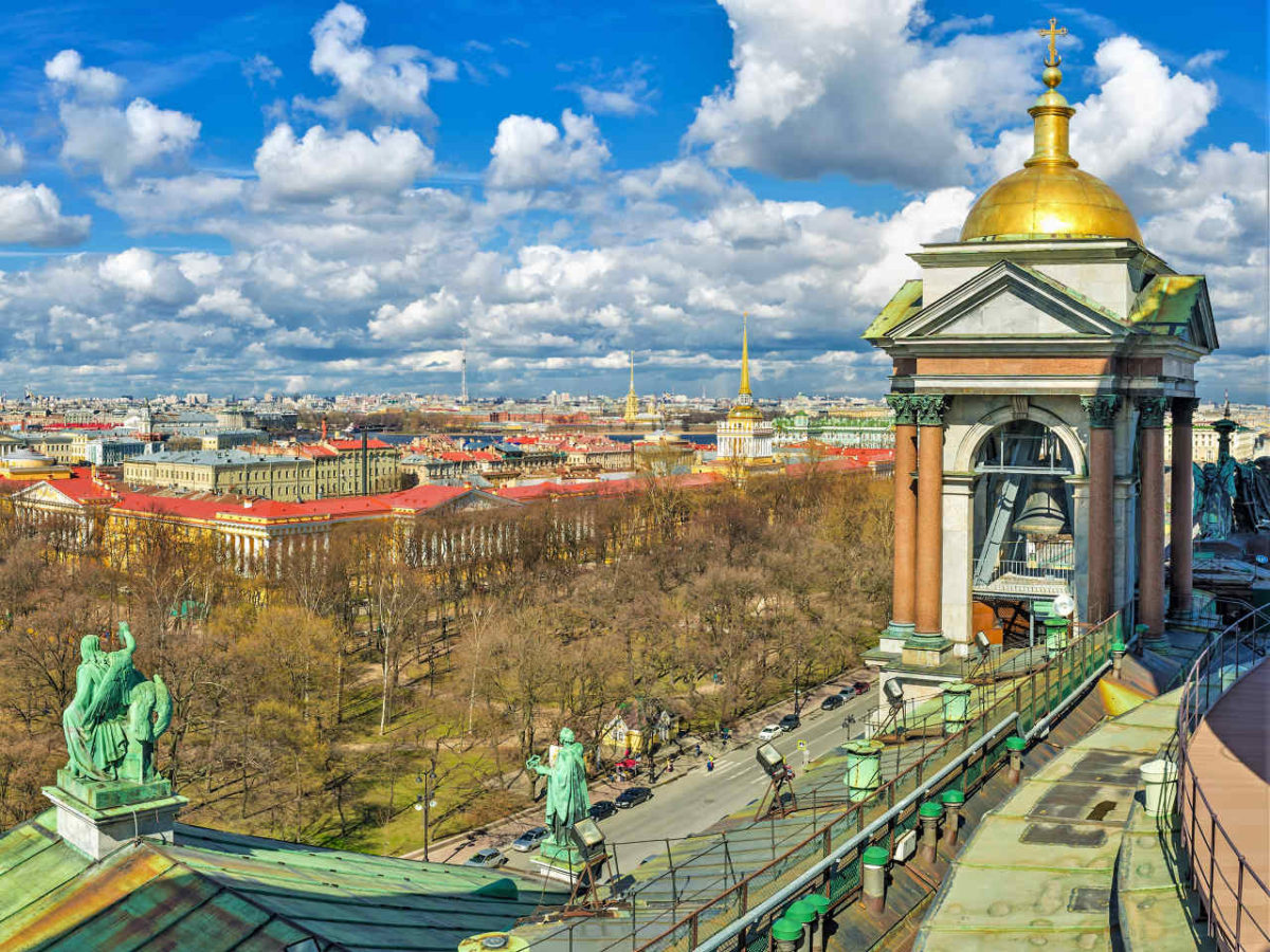St-Isaacs-Colonnade-Tour-of-St-Petersburg-Russia